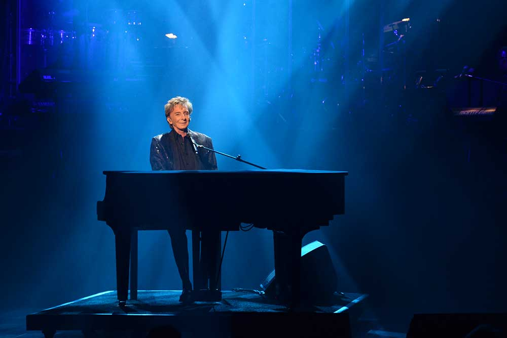 Barry Manilow: The Hits Come Home -