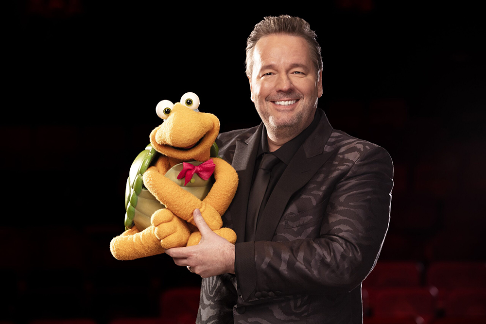 Terry Fator: Who's the Dummy Now - Winston the Impersonating Turtle