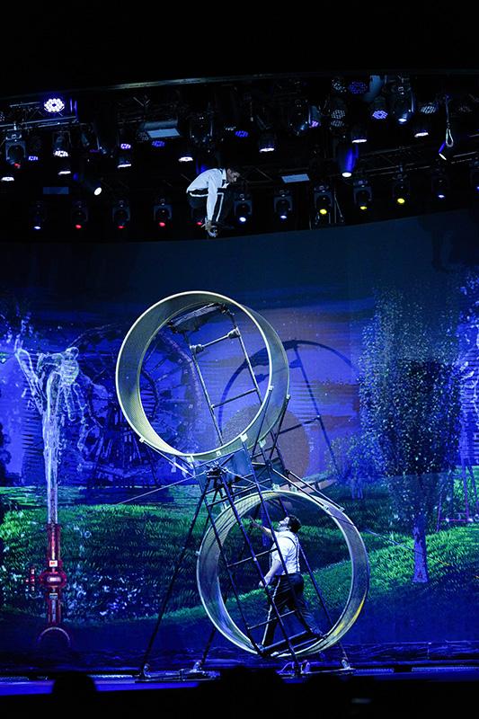 WOW – The Vegas Spectacular - Wow Slideshow 10