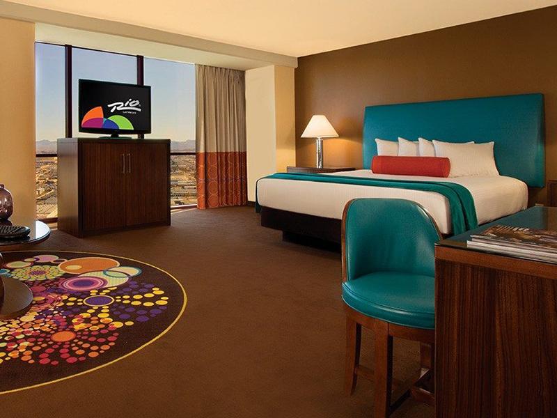Luxury Suite, 1 King, Mountain View, Non-Smoking