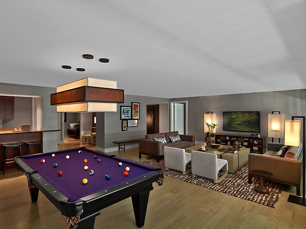 Sake Suite LIving Room with Pool Table