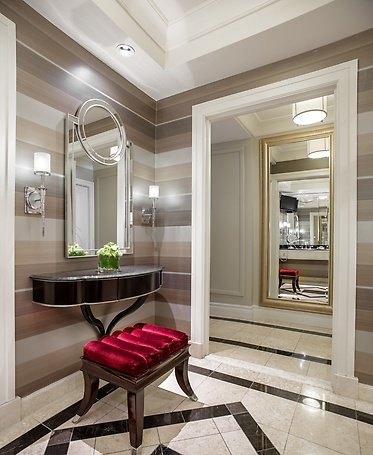 Luxury King Suite Bathroom