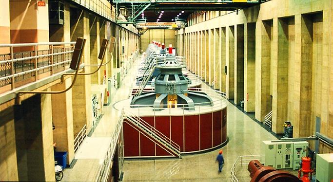 Hoover Dam VIP Tour - Hoover Dam generator room