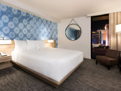Deluxe Room, 1 King, Strip View