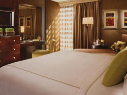 Deluxe king room with Strip view