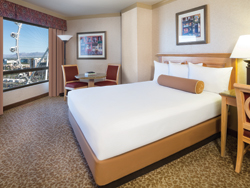 Deluxe king room with High Roller view