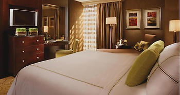 Deluxe room with a king bed and Strip view