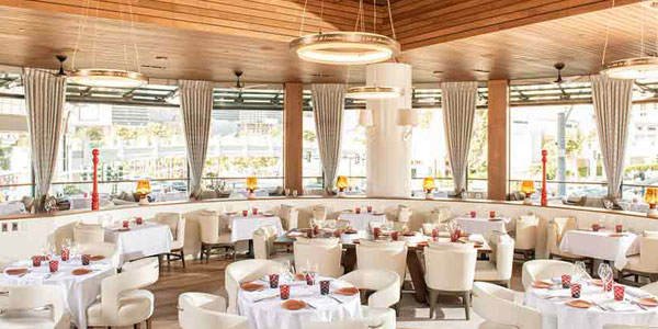 Mon Ami Gabi At Paris Las Vegas This Restaurant Will Make You Feel Like Are Eating A Real Parisian Café Can Choose To Dine Indoors In An Elegant